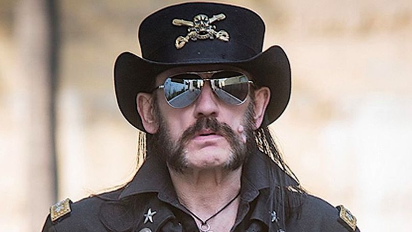 """Lemmy Kilmister y con su propia figura de acción por 40 años de #AceOfSpades"""""""