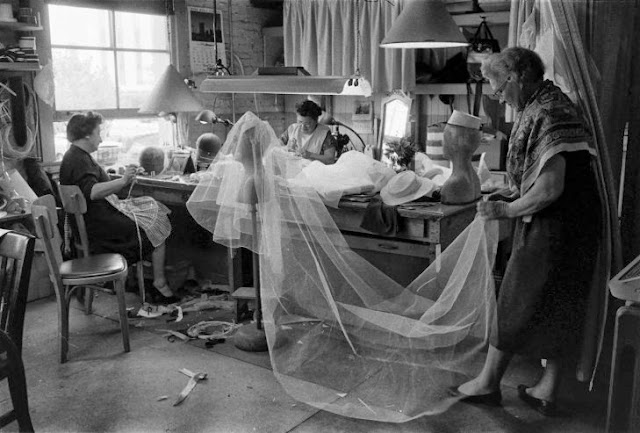 Old pictures of grace kelly and prince rainier iii of Grace kelly wedding dress design