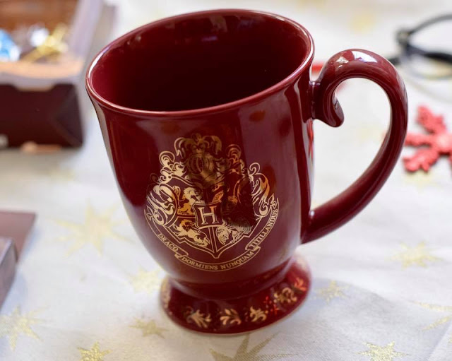 Harry Potter Gifts - Hogwarts crest mug