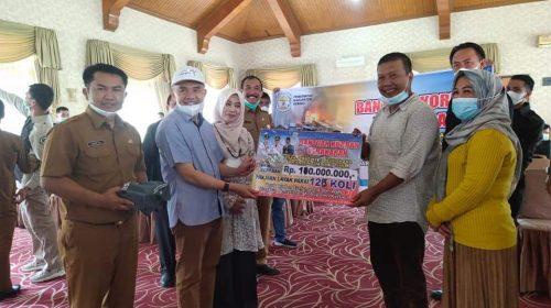 Bupati Adirozal Serahkan Bantuan Untuk Korban Kebakaran Mendahara Tanjabtim