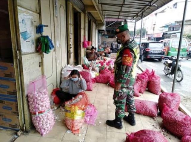 Operasi Razia Masker Dilaksanakan Personel Jajaran Kodim 0207/Simalungun Diwilayah Binaan