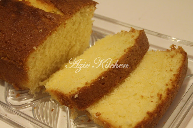 Moist, Dense Heavy Cream Pound Cake