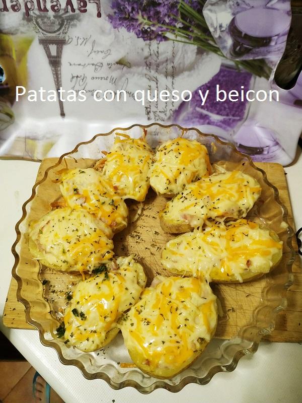 Patatas con queso y beicon