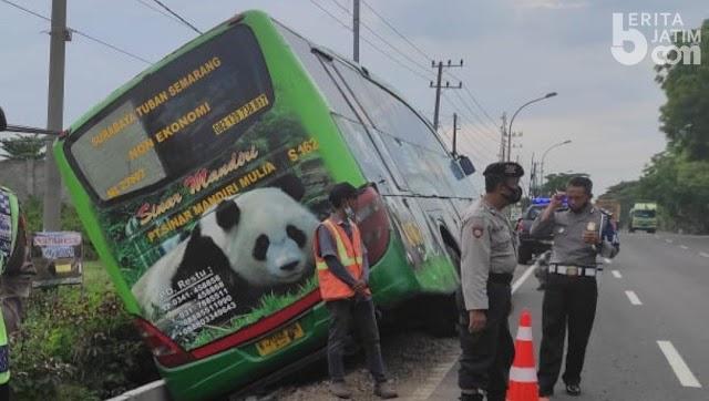 Mendahului dari Kiri, Bus AKAP Masuk Selokan, Begini Kondisi Penumpangnya