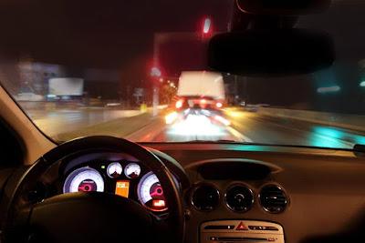 रात में ड्राइविंग करते वक्त इन बातो का रखे ध्यान