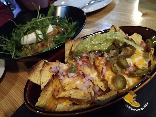Ensalada y nachos sin gluten en Patanel