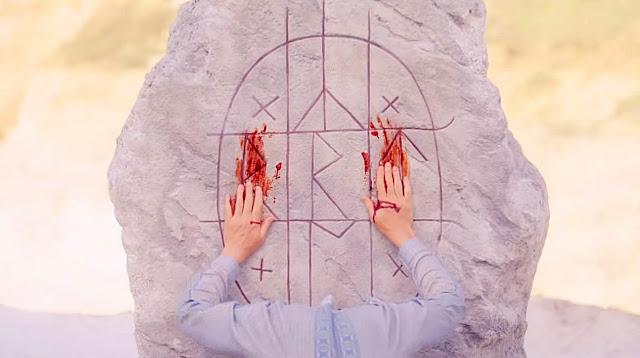 Midsommar Ari Aster rune sanglante