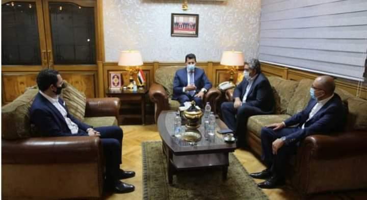 وزير الشباب والرياضة يجتمع واللجنة الثلاثية وعرض المستجدات على الساحه