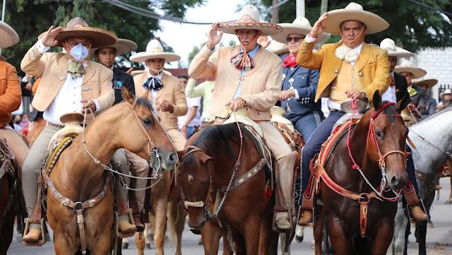 Guillermo Velázquez y Asociación de Charros participan en Cabalgata para celebrar las Fiestas Patrias