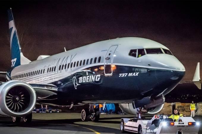 Boeing 737 MAX volta a ter problemas e ficará sem voar de novo