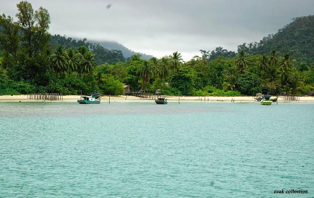Pantai Tanjuru di Pulau Karimata