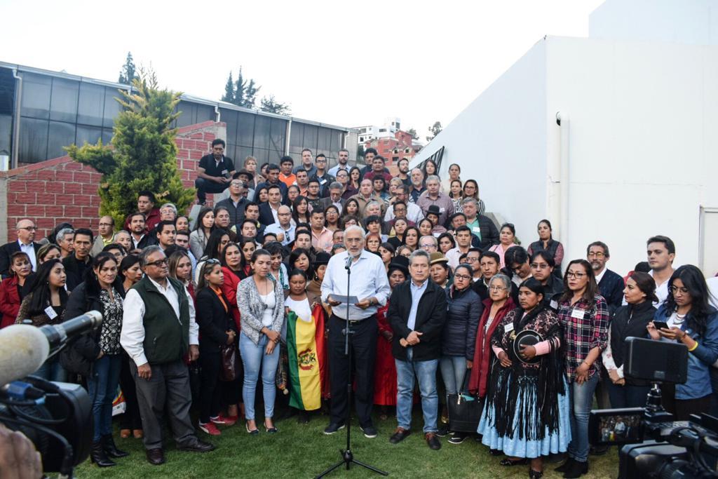 Mesa con militantes de Comunidad Ciudadana y delegados del CONADE pidiendo nuevas elecciones / PRENSA CC