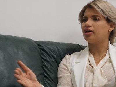 Ministra juventud pide una licencia para ser investigada
