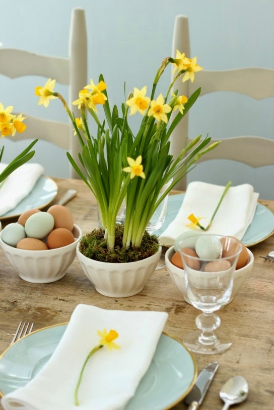 http://blog.williams-sonoma.com/spring-centerpieces-with-blue-eggs-daffodils/