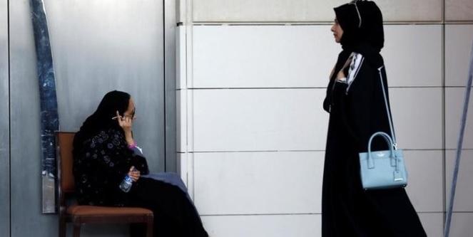 Memeriksa Ponsel pasangan Anda Tanpa Izin bisa di penjara Paling Lama Satu Tahun
