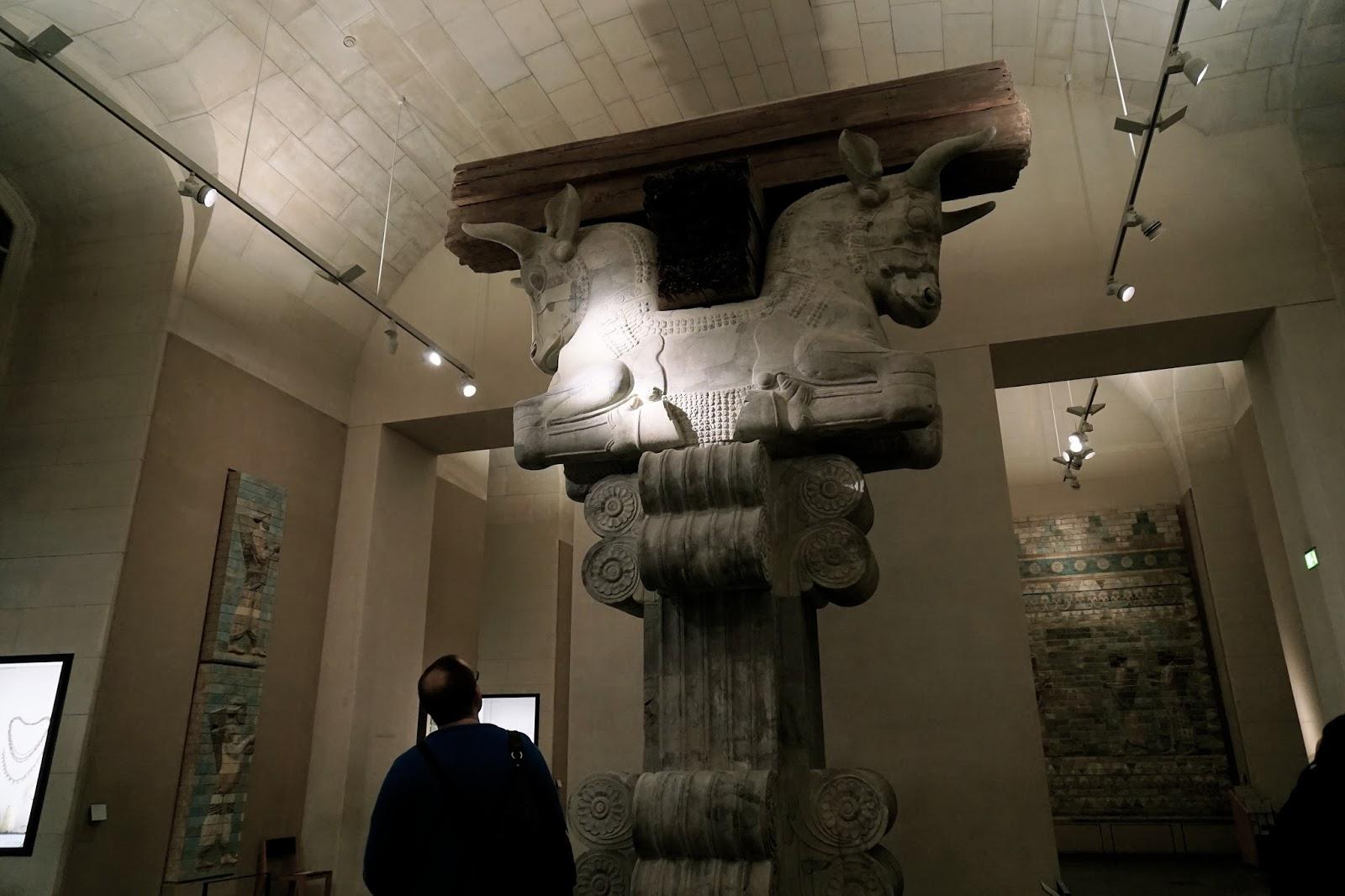 「アパダーナの柱頭」  (Chapiteau d'une colonne de la salle d'audiences (Apadana) du Palais de Darius Ier)