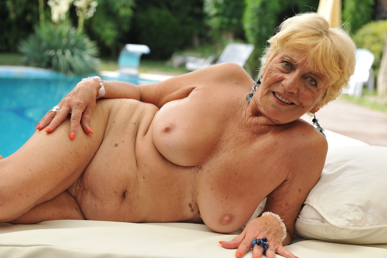 Naked Pictures Of Grannies