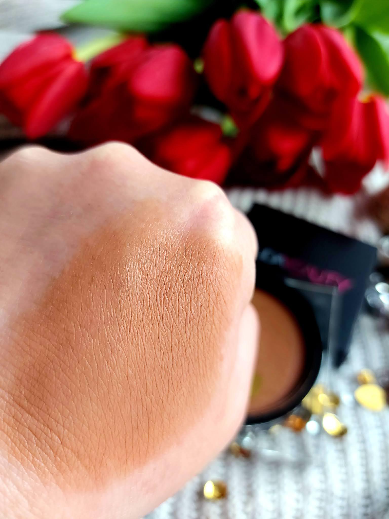TANTOUR Contour & Bronze Cream, kremowy bronzer od Huda Beauty Aneta Lason Beauty Talks