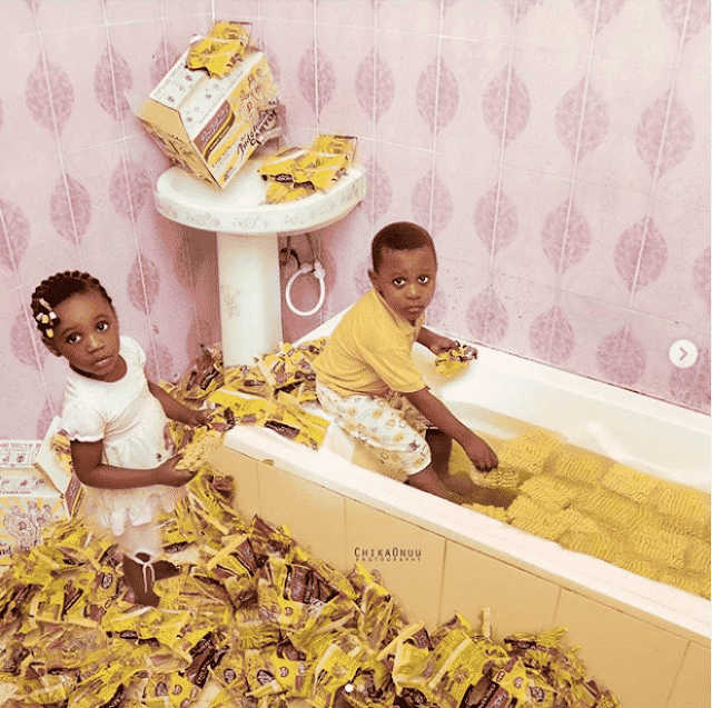Kids soak cartons of noodles in bathtub for Children's Day (Photos)