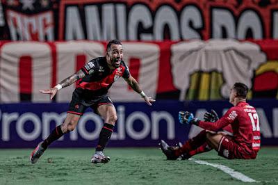 Natanael vibra com gol e sequência no Atlético Goianiense