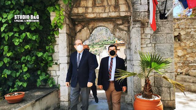 Στην Καθολική Εκκλησία στο Ναύπλιο τίμησε ο Περιφερειάρχης Πελοποννήσου τους Φιλέλληνες