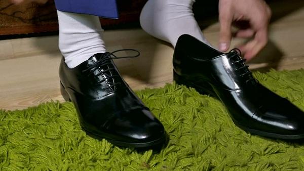 Những sai lầm khi chọn giày nam và tất không phù hợp