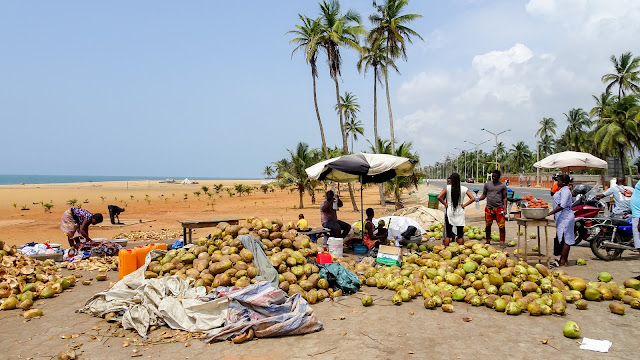 Many people sell food on the beach