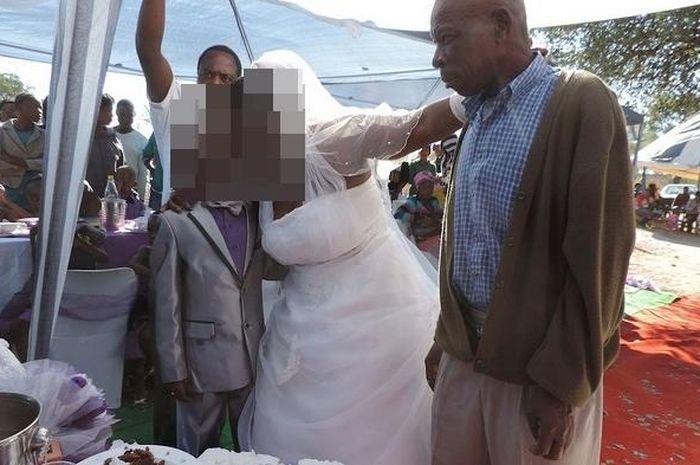 Tak Masuk Akal, Ibu 5 Orang Anak Ini Dipersunting Bocah Berusia 9 Tahun dan Disaksikan Langsung oleh sang Mantan Suami!