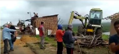 Polícia realiza reintegração de posse em Goiana