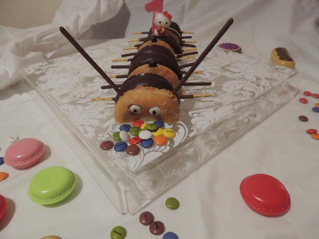 Hoy vengo con una idea muy chula, fácil, deliciosa y que se puede hacer con los niños porque no hay que cocinar ni tampoco hay pasos complicados, se trata de hacer un Ciempies de Donuts.