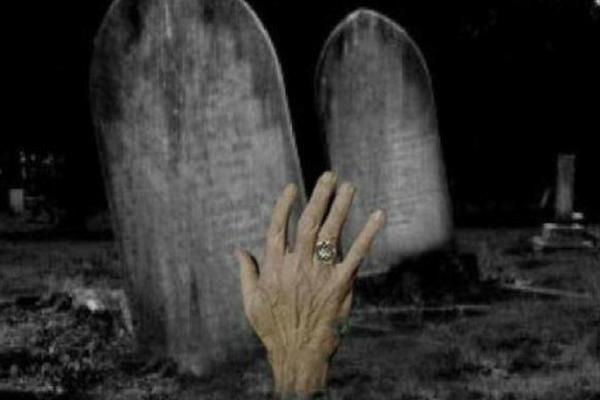 Jangan Menjadi Orang Pelit Semasa Hidupmu, Kalau Tak Ingin Mendapat Siksa Kubur Seperti ini