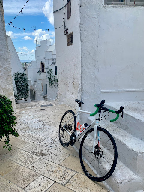 cycling salento apulia carbon road bike rental in Ostuni
