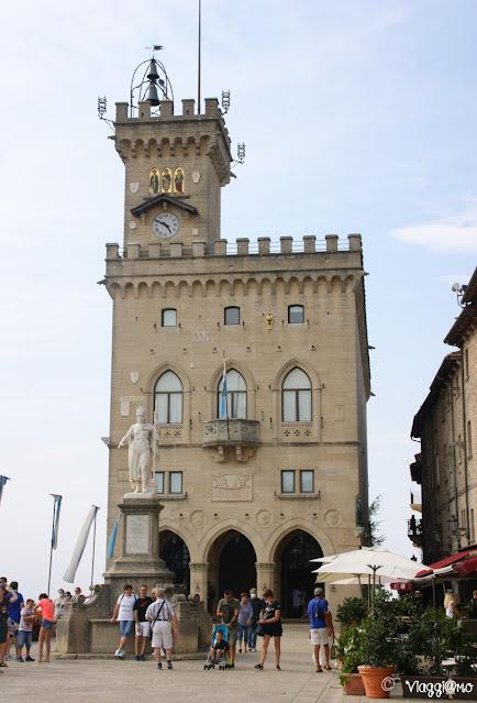 Piazza Libertà e il Palazzo Pubblico di San Marino