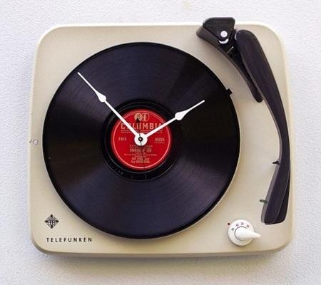 Ubah Telefunken Record Player bekas menjadi jam dinding gaya vintage
