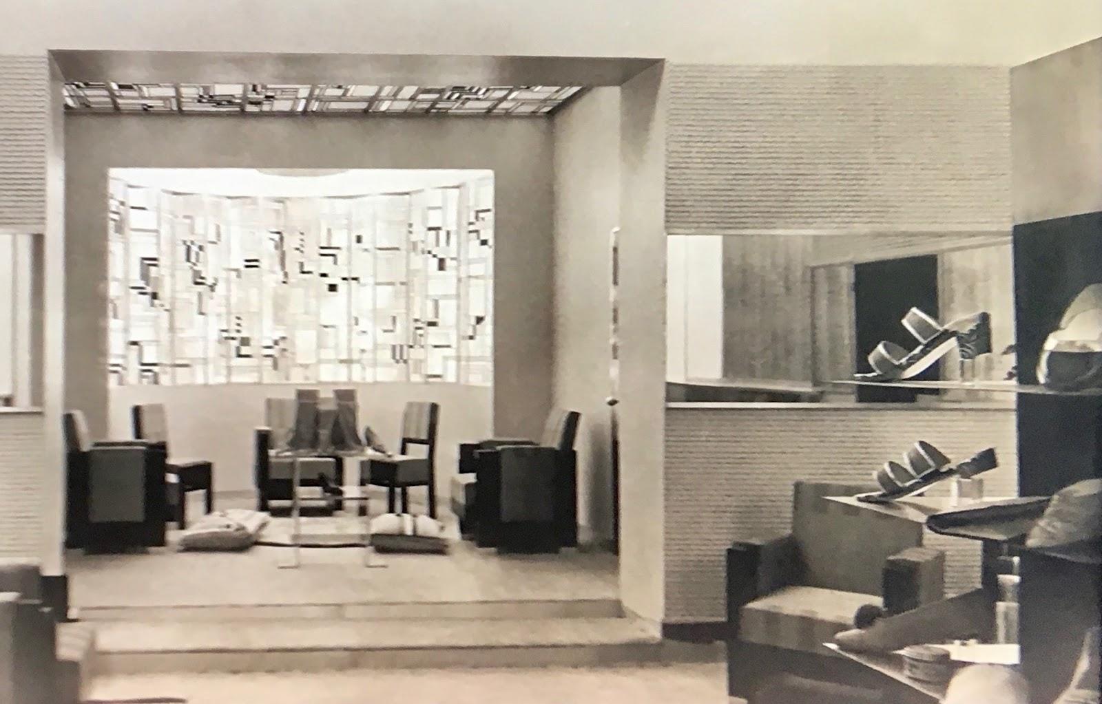 fe0d82a295b352 Le magasin de chaussures Bally, à l'angle du boulevard des Capucines et de  la rue Daunou à Paris de l'architecte Robert Mallet Stevens a été reproduit  dans ...