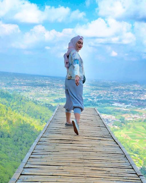 Selfie Cantik di Taman Langit Gunung Banyak