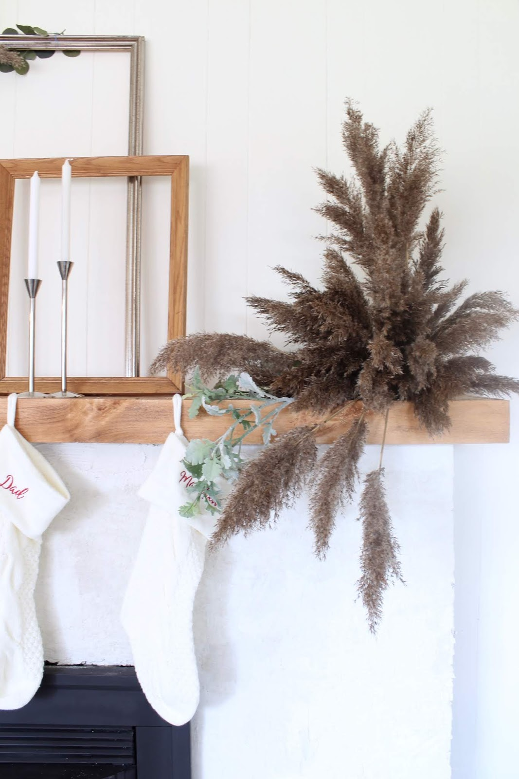 nordic-christmas-decorating-ideas-pampas-grass-diy-wedding-holiday-decor