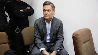 El ex ejecutivo leyó una carta dirigida para sus tres hijos durante el juicio.