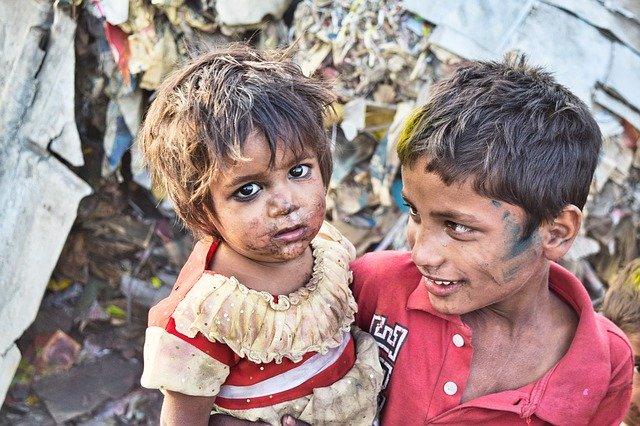 भारत में गरीब भूखे बच्चे