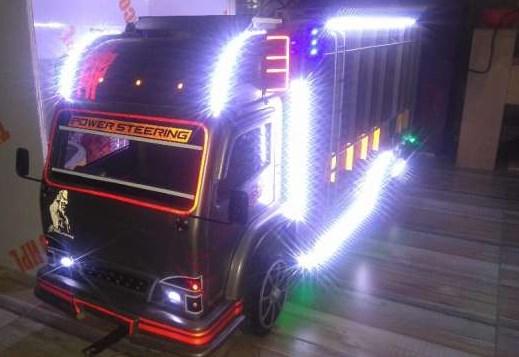 gambar miniatur truk kayu dengan sound system