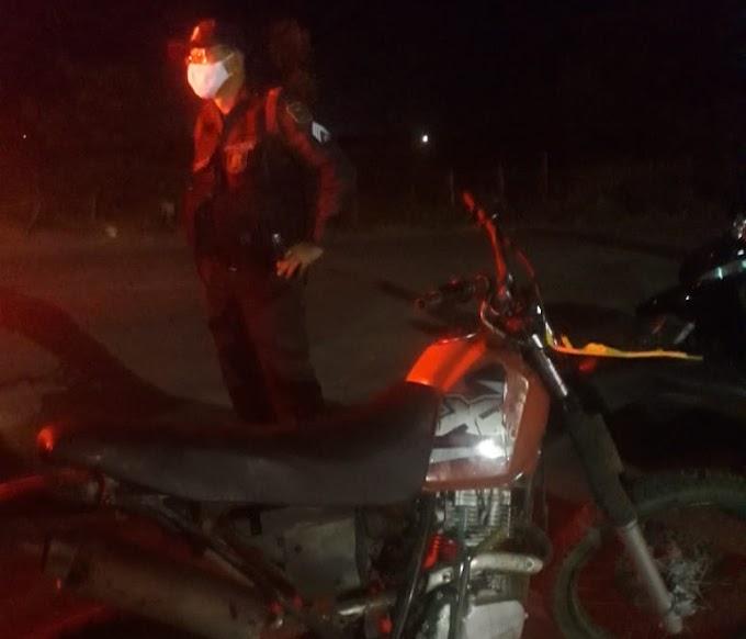 Acidente entre duas motos deixa ao menos uma pessoa ferida em Grossos