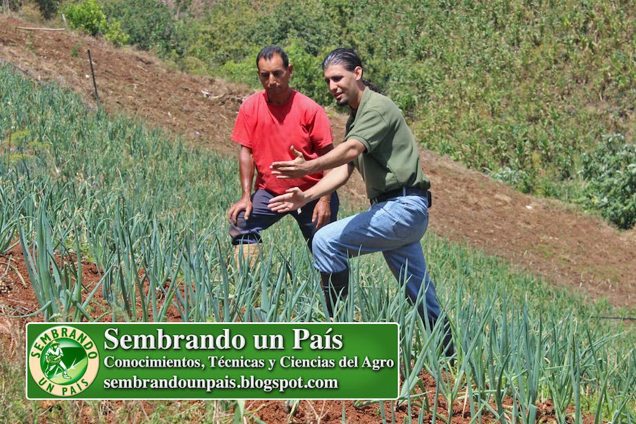 productor agrícola Humberto Ramírez y Fran Afonso