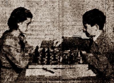 Partida de ajedrez R. Rueda (dch.) - Anna Maria Navarro (izq.), 1949