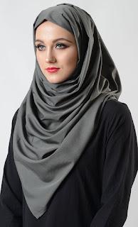 Inilah Cara Yang Tepat Dalam Memilih Jilbab Model Segi Empat