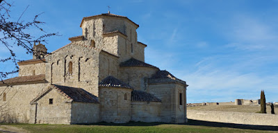 Santuario de Nuestra Señora de la Anunciada con Ureña al fondo
