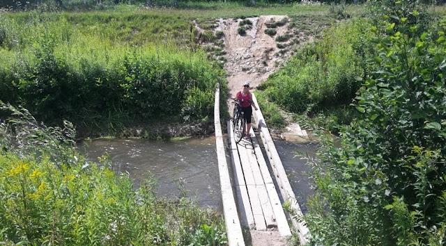 kładka na rzece Bystrej w Bochotnicy