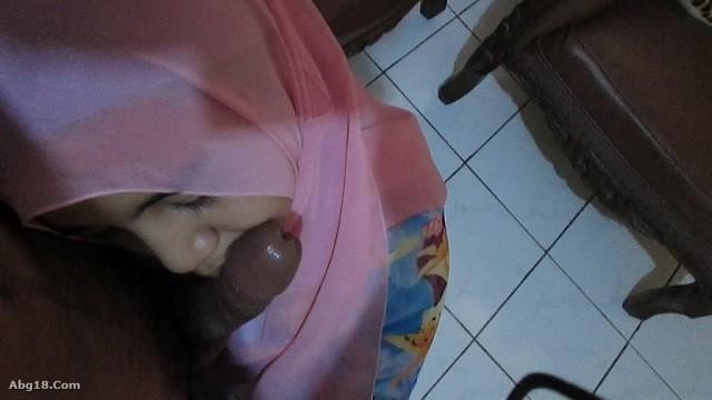 ABG Jilbab Nakal Sepong Kontol Ngentot Pacar