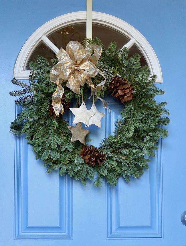Tips for best ever Christmas wreath on blue front door after makeover with fresh greenery from tree trimming