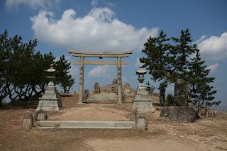 山頂の神社1