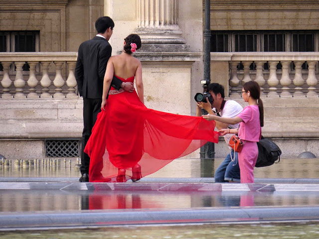 Wedding photographer at work, Napoleon Courtyard, Palais du Louvre, Louvre Palace, Paris